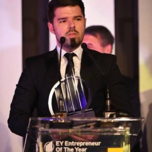Dan Isai castiga EY Emerging Entrepreneur Of The Year2015